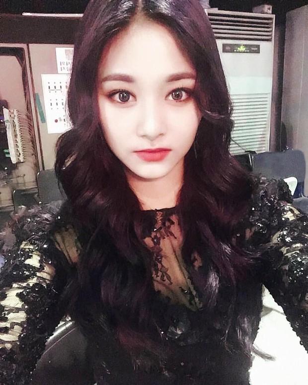 Idol Hàn khi makeup theo style ma cà rồng: ai cũng hút hồn nhưng đỉnh nhất vẫn là bộ 3 visual Tzuyu - Jisoo - Irene - Ảnh 9.