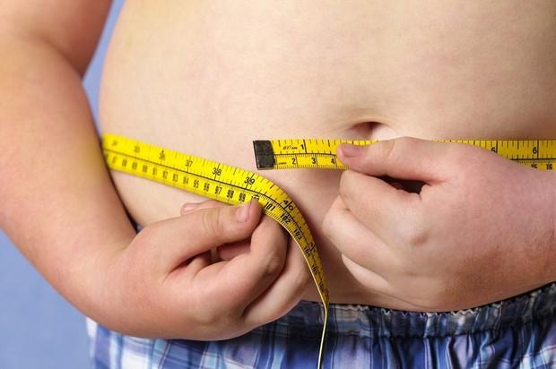 Béo phì ở nam thanh niên độ tuổi 18 làm tăng tỷ lệ đau tim gần gấp 3,5 lần ở tuổi trưởng thành - Ảnh 1.