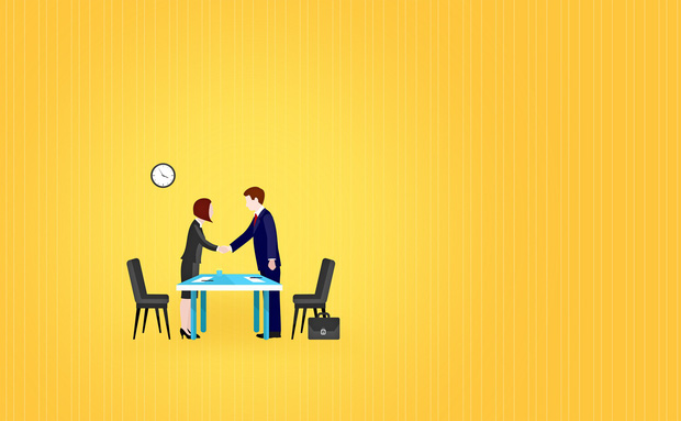 Những thứ nên và không nên mang theo khi đi phỏng vấn: Bỏ tai nghe ở nhà và nhớ cầm theo... lọ xịt nách! - Ảnh 4.