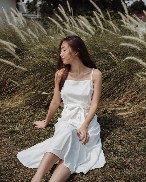 Cũng giống nhiều cô nàng, Đàm Thu Trang thích một dáng váy là sắm liền 2 chiếc nhìn chẳng khác nhau là mấy - Ảnh 4.