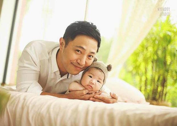 Quan điểm nuôi con đối lập của các ông bố bà mẹ nổi tiếng xứ Hàn Quốc: Người tích cực khoe con trên cả tạp chí, người giấu kín như bưng - Ảnh 5.