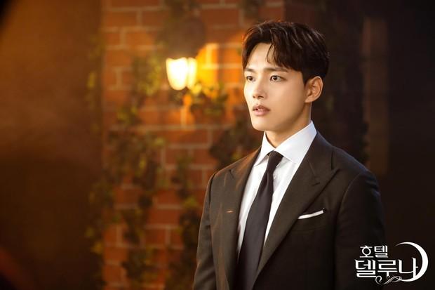 6 chàng phi công điển trai trên phim Hàn: Quản lý Goo (Hotel Del Luna) vẫn chưa cưng bằng trai trẻ của Chị Đẹp? - Ảnh 8.