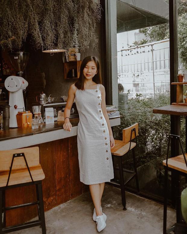 Cũng giống nhiều cô nàng, Đàm Thu Trang thích một dáng váy là sắm liền 2 chiếc nhìn chẳng khác nhau là mấy - Ảnh 9.