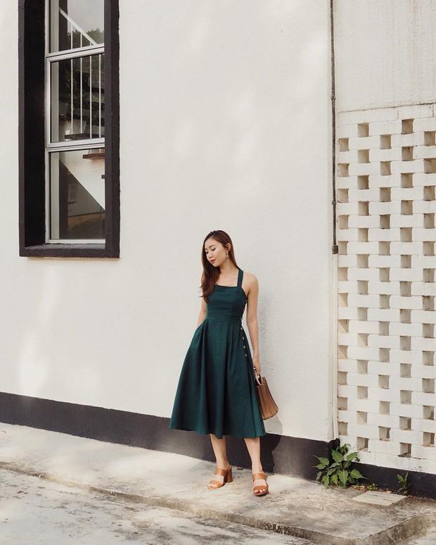 Cũng giống nhiều cô nàng, Đàm Thu Trang thích một dáng váy là sắm liền 2 chiếc nhìn chẳng khác nhau là mấy - Ảnh 10.