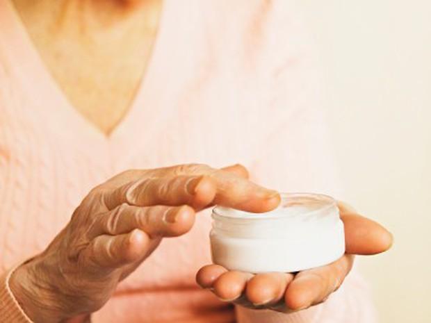 Người phụ nữ hôn mê vì dùng kem dưỡng da chứa thủy ngân - Ảnh 1.