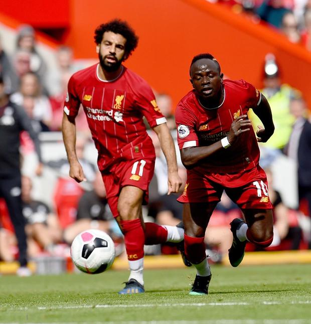 Gạt bỏ hục hặc, cặp đôi Salah - Mane tỏa sáng giúp Liverpool ngược dòng đánh bại Newcastle để tiếp tục bay cao trên ngôi đầu Ngoại hạng Anh - Ảnh 1.