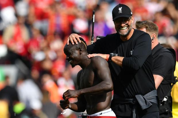 Gạt bỏ hục hặc, cặp đôi Salah - Mane tỏa sáng giúp Liverpool ngược dòng đánh bại Newcastle để tiếp tục bay cao trên ngôi đầu Ngoại hạng Anh - Ảnh 9.