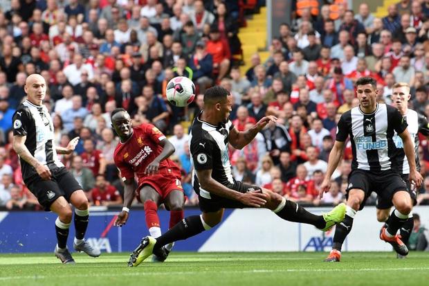 Gạt bỏ hục hặc, cặp đôi Salah - Mane tỏa sáng giúp Liverpool ngược dòng đánh bại Newcastle để tiếp tục bay cao trên ngôi đầu Ngoại hạng Anh - Ảnh 4.