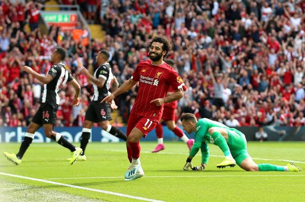 Gạt bỏ hục hặc, cặp đôi Salah - Mane tỏa sáng giúp Liverpool ngược dòng đánh bại Newcastle để tiếp tục bay cao trên ngôi đầu Ngoại hạng Anh - Ảnh 6.
