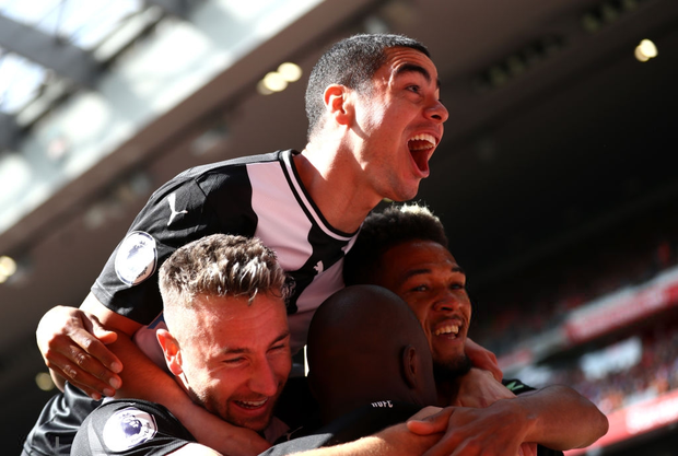 Gạt bỏ hục hặc, cặp đôi Salah - Mane tỏa sáng giúp Liverpool ngược dòng đánh bại Newcastle để tiếp tục bay cao trên ngôi đầu Ngoại hạng Anh - Ảnh 3.