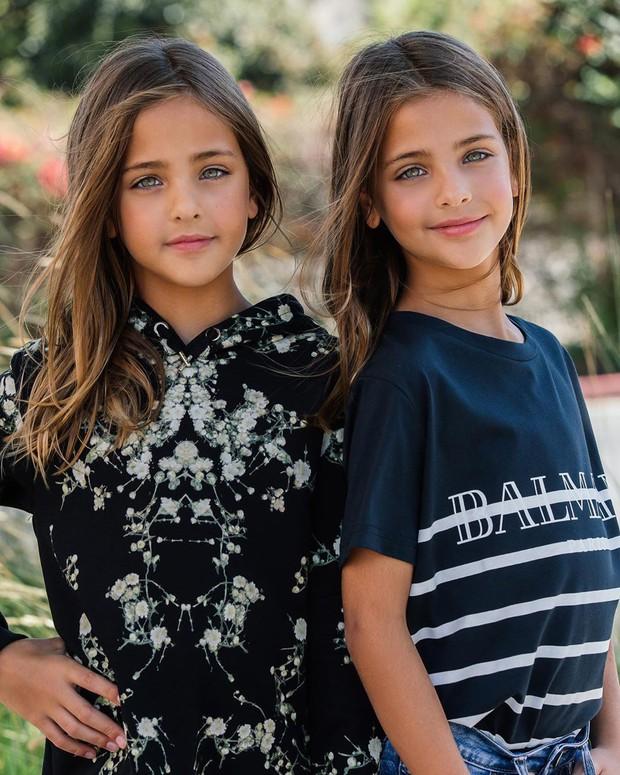 Cặp chị em song sinh đẹp nhất thế giới nay đã lớn: Sở hữu 1,4 triệu follow trên Instagram, mới 9 tuổi đã cá kiếm cả triệu đô mỗi năm - Ảnh 14.