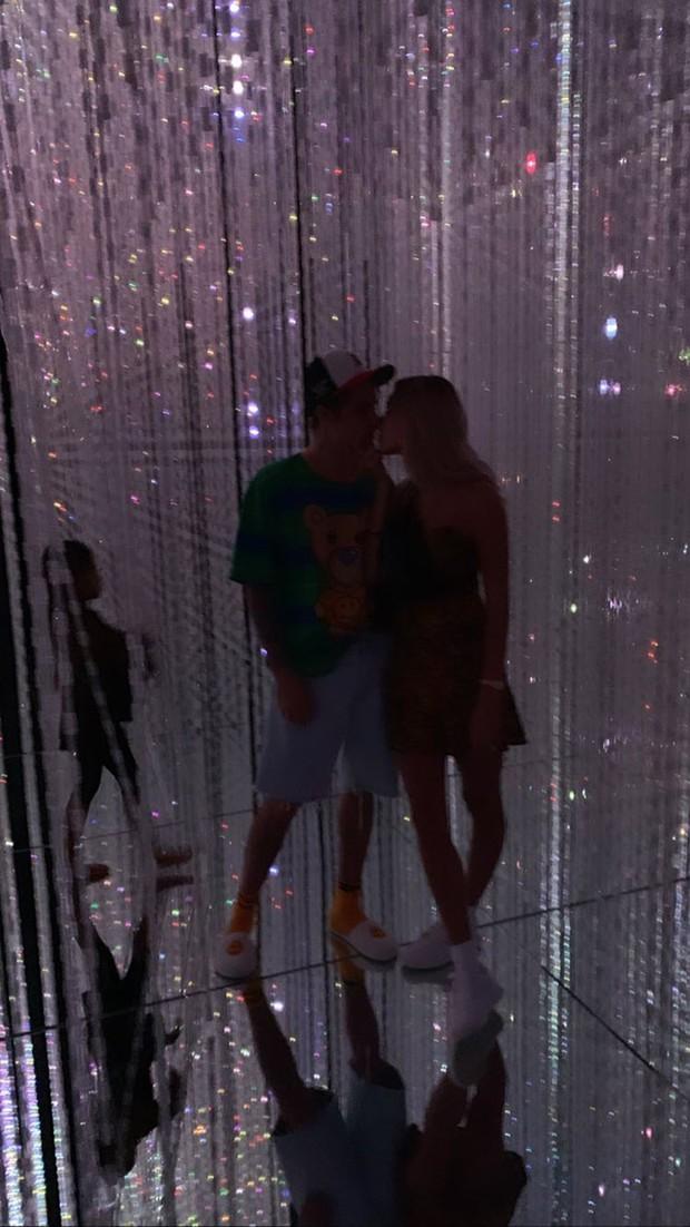 Hailey Baldwin khoe ảnh kỷ niệm 1 năm làm vợ Justin Bieber, hóa ra đây là cuộc sống tân hôn của cặp đôi - Ảnh 4.