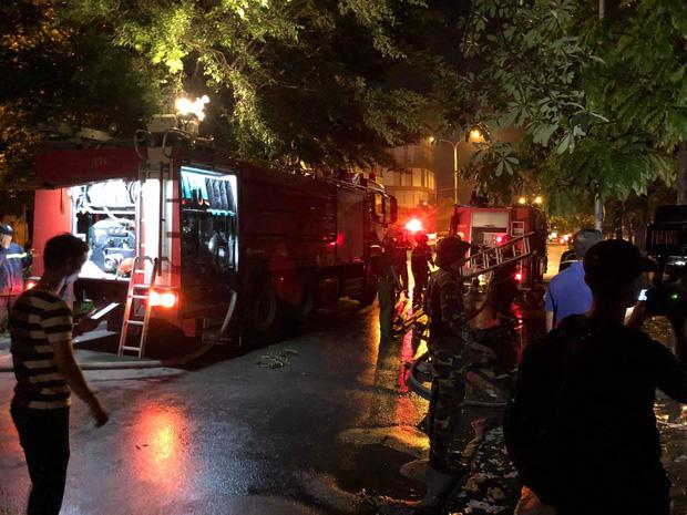 Hà Nội: Cháy lớn tại căn nhà liền kề 4 tầng trong khu đô thị Xa La, gia đình 4 người may mắn thoát ra kịp thời - Ảnh 4.
