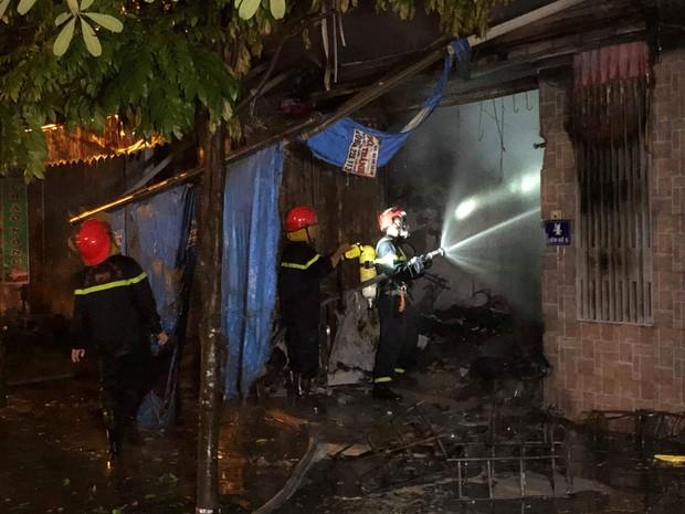 Hà Nội: Cháy lớn tại căn nhà liền kề 4 tầng trong khu đô thị Xa La, gia đình 4 người may mắn thoát ra kịp thời - Ảnh 2.