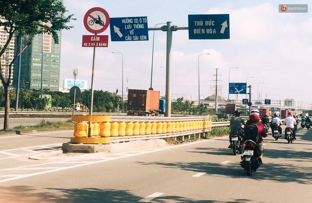 Ảnh, clip: Cận cảnh hộ lan bánh xoay chống lật xe đầu tiên ở Sài Gòn trị giá gần 1 tỉ đồng - Ảnh 2.