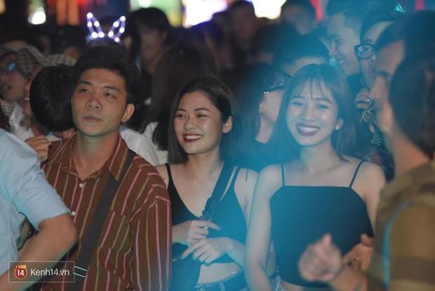 Ngắm loạt ảnh gái xinh kéo hội đi đu đưa lễ Trung thu, rich kid Tiên Nguyễn bất ngờ lọt ống kính - Ảnh 5.