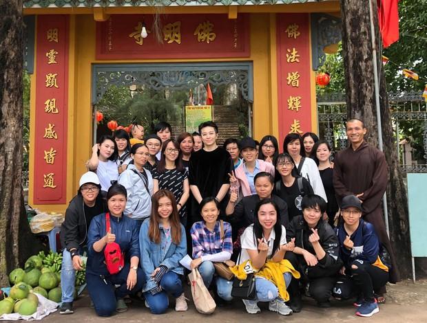 Gil Lê lần đầu xuất hiện sau nghi vấn hẹn hò Hoàng Thùy Linh, lộ biểu cảm gây chú ý - Ảnh 3.
