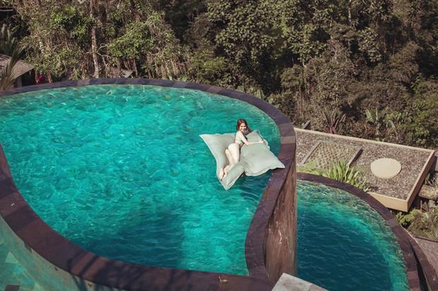 Ngọc Trinh lại gây sốc với khoảnh khắc diện bikini nhỏ xíu, che như không che vòng 1 tiếp nối seri đi du lịch ở Bali - Ảnh 5.