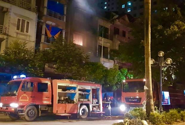 Hà Nội: Cháy lớn tại căn nhà liền kề 4 tầng trong khu đô thị Xa La, gia đình 4 người may mắn thoát ra kịp thời - Ảnh 1.