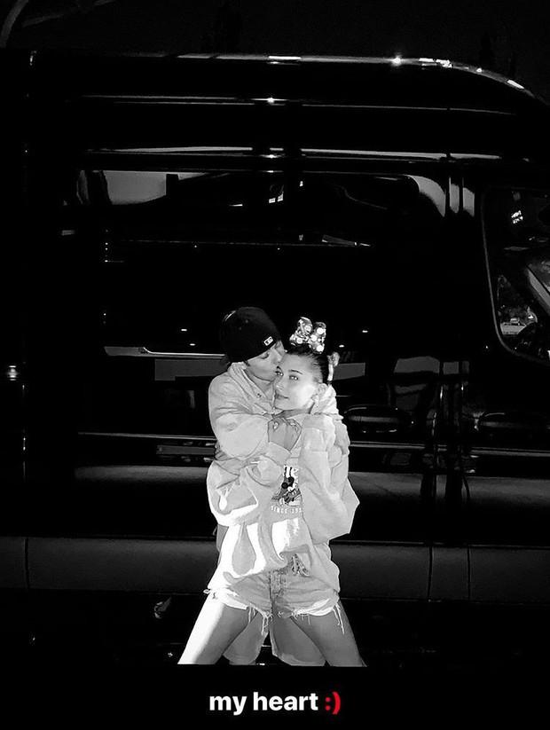 Hailey Baldwin khoe ảnh kỷ niệm 1 năm làm vợ Justin Bieber, hóa ra đây là cuộc sống tân hôn của cặp đôi - Ảnh 2.