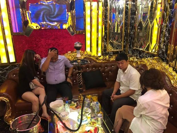 Quản lý nhà hàng điều 2 nữ nhân viên bán dâm cho khách 4 triệu đồng ở khách sạn trung tâm Sài Gòn - Ảnh 3.