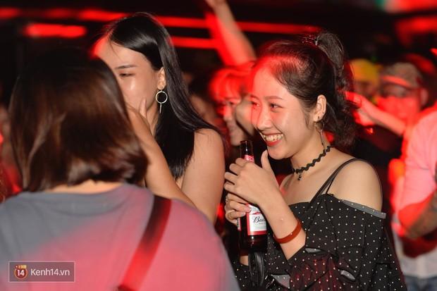 Ngắm loạt ảnh gái xinh kéo hội đi đu đưa lễ Trung thu, rich kid Tiên Nguyễn bất ngờ lọt ống kính - Ảnh 9.