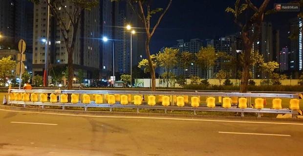 Ảnh, clip: Cận cảnh hộ lan bánh xoay chống lật xe đầu tiên ở Sài Gòn trị giá gần 1 tỉ đồng - Ảnh 8.