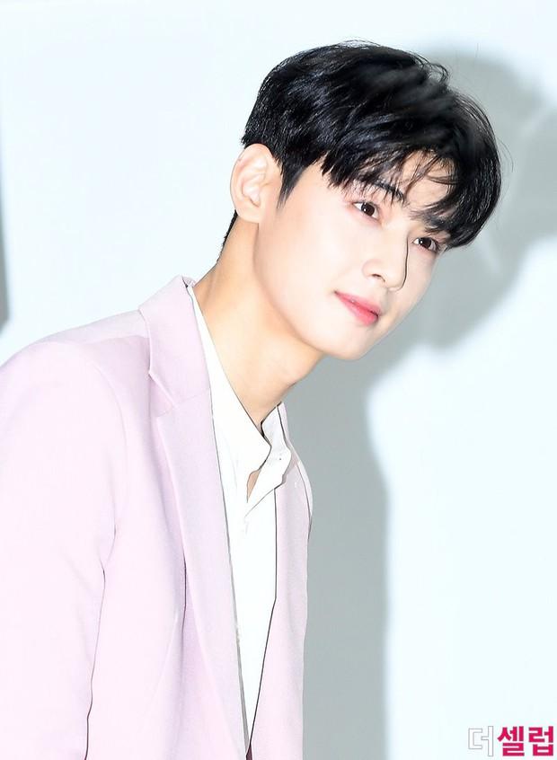 30 idol nam Kpop hot nhất hiện nay: Top 3 không lạ, ông bố trẻ nhất Kbiz gây tranh cãi vì bỗng lọt giữa dàn nam thần - Ảnh 5.
