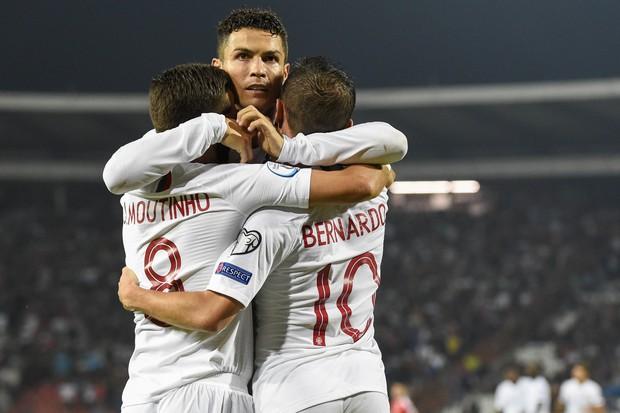 Chuyện lúc 0h: Cứ mỗi ngày, Ronaldo lại trẻ ra, và phi phàm hơn - Ảnh 1.