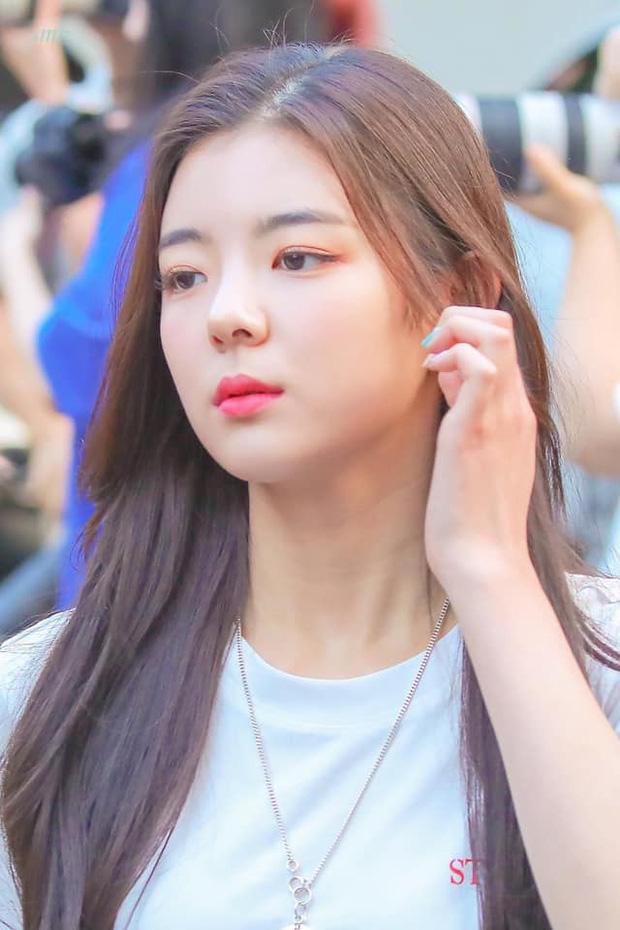 Mỹ nhân girlgroup ITZY siêu hot nhà JYP bất ngờ khoe ảnh nghỉ Trung thu tại Đà Nẵng: Nhan sắc, body có như trong MV? - Ảnh 6.