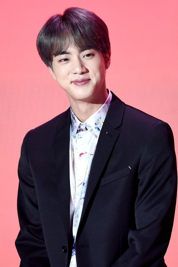 30 idol nam Kpop hot nhất hiện nay: Top 3 không lạ, ông bố trẻ nhất Kbiz gây tranh cãi vì bỗng lọt giữa dàn nam thần - Ảnh 10.
