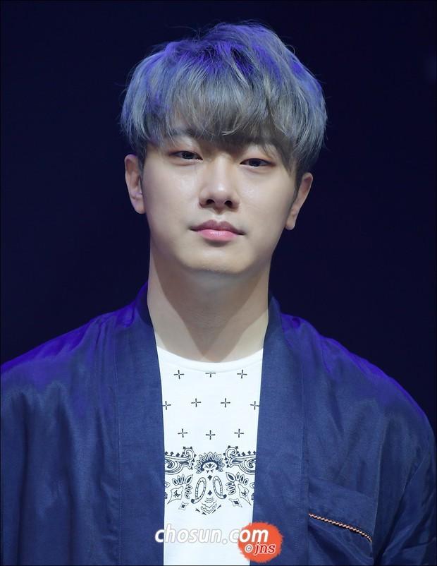 30 idol nam Kpop hot nhất hiện nay: Top 3 không lạ, ông bố trẻ nhất Kbiz gây tranh cãi vì bỗng lọt giữa dàn nam thần - Ảnh 7.