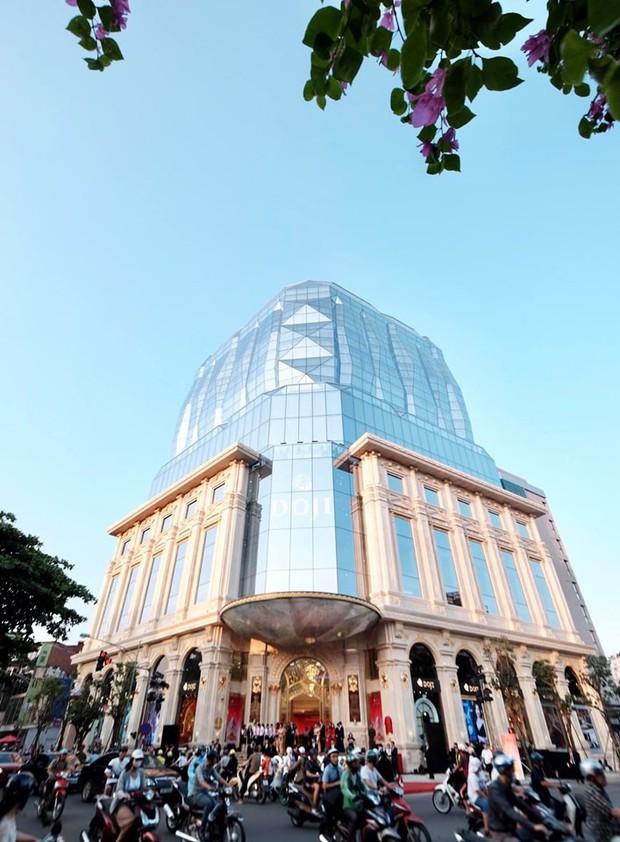 """Lộ diện tòa nhà kim cương """"siêu to khổng lồ"""" đang gây sốt giới trẻ Hà Nội: Lên ảnh lung linh nhưng bên ngoài thì thế nào? - Ảnh 8."""