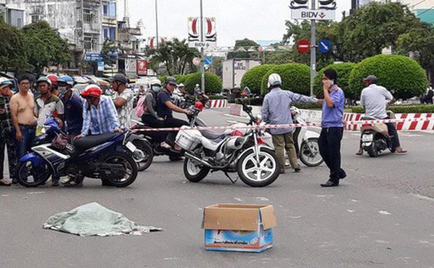 Vụ bao tải chứa thai nhi rơi giữa đường: Người làm rơi có hoạt động từ thiện chôn cất thi thể thai nhi - Ảnh 1.