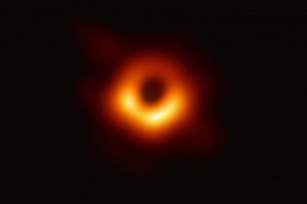 Cảnh báo hố đen khổng lồ ở trung tâm Ngân Hà ngày càng 'háu đói' - Ảnh 1.