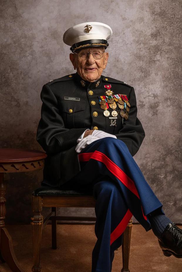 Nhiếp ảnh tôn vinh: Chụp chân dung những cựu chiến binh Thế chiến thứ 2 cuối cùng - Ảnh 1.