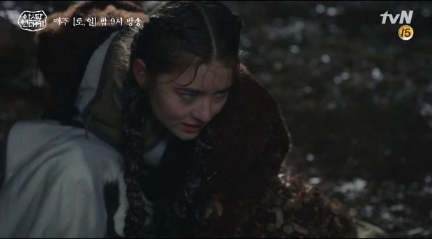 Arthdal Niên Sử Kí tập 15: Kinh hoàng với trận đại thảm sát, Kim Ji Won suýt chết thảm 3 lần nếu không có Song Joong Ki! - Ảnh 15.