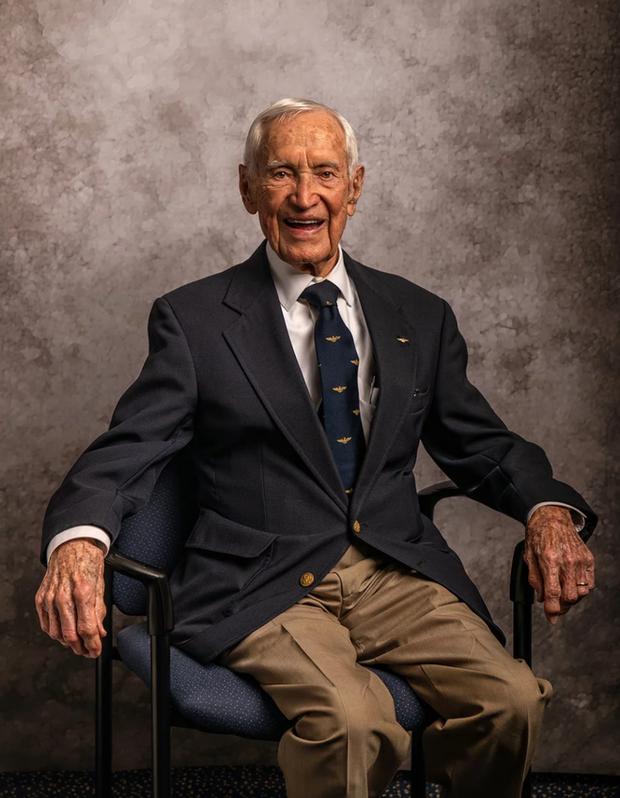 Nhiếp ảnh tôn vinh: Chụp chân dung những cựu chiến binh Thế chiến thứ 2 cuối cùng - Ảnh 11.