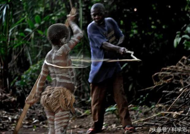 Thế giới thực sự tồn tại chủng người lùn như người hobbit tại Châu Phi - Ảnh 6.