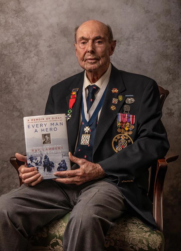 Nhiếp ảnh tôn vinh: Chụp chân dung những cựu chiến binh Thế chiến thứ 2 cuối cùng - Ảnh 9.