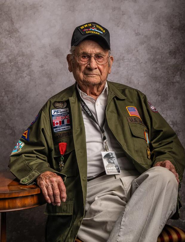 Nhiếp ảnh tôn vinh: Chụp chân dung những cựu chiến binh Thế chiến thứ 2 cuối cùng - Ảnh 10.