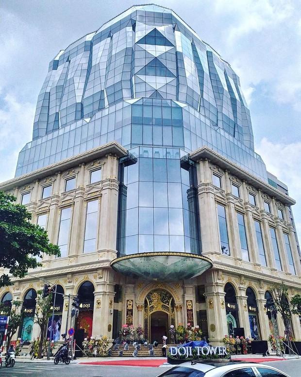 """Lộ diện tòa nhà kim cương """"siêu to khổng lồ"""" đang gây sốt giới trẻ Hà Nội: Lên ảnh lung linh nhưng bên ngoài thì thế nào? - Ảnh 1."""