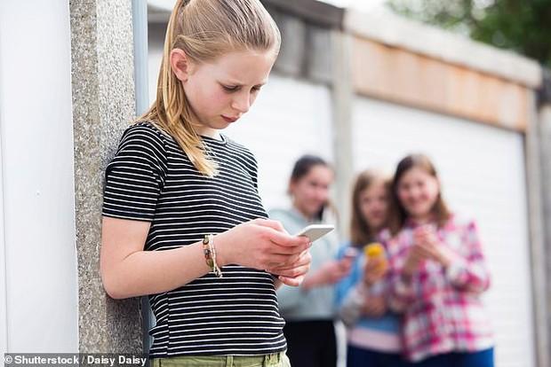 Giới trẻ đang đốt quá nhiều thời gian vào mạng xã hội và nếu dùng quá khoảng thời gian này thì hậu quả sẽ rất khôn lường - Ảnh 2.