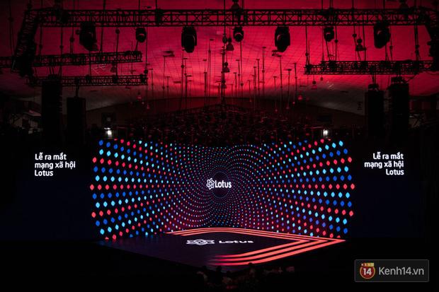 Lộ ảnh sân khấu ra mắt MXH Lotus trước giờ G: Màn hình khủng mãn nhãn, công nghệ hiệu ứng 3D hoành tráng - Ảnh 14.