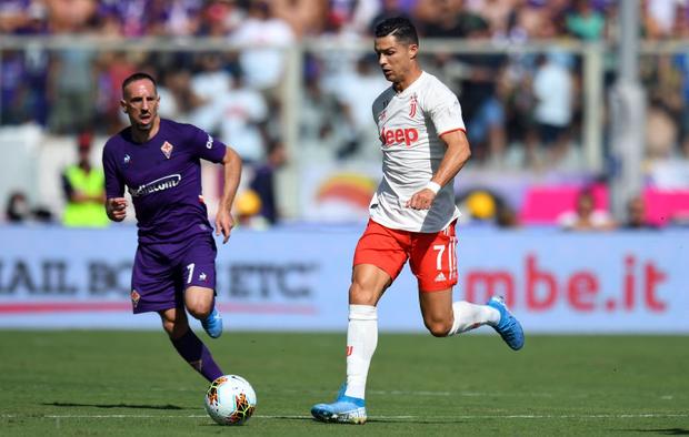 Ronaldo nhận về cơn mưa chỉ trích và mỉa mai sau thống kê toàn số 0 ở trận đấu với Fiorentina - Ảnh 1.
