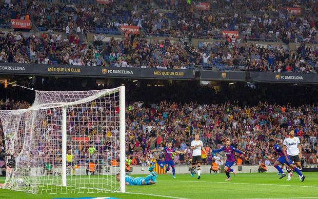 Thần đồng 16 tuổi của Barca tỏa sáng với cột mốc chưa từng xảy ra trong lịch sử La Liga, giúp đội nhà vùi dập Valencia - Ảnh 3.