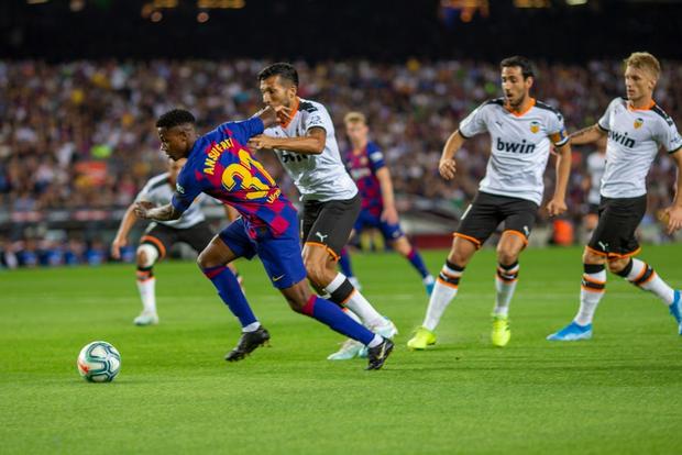 Thần đồng 16 tuổi của Barca tỏa sáng với cột mốc chưa từng xảy ra trong lịch sử La Liga, giúp đội nhà vùi dập Valencia - Ảnh 4.