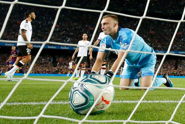 Thần đồng 16 tuổi của Barca tỏa sáng với cột mốc chưa từng xảy ra trong lịch sử La Liga, giúp đội nhà vùi dập Valencia - Ảnh 7.