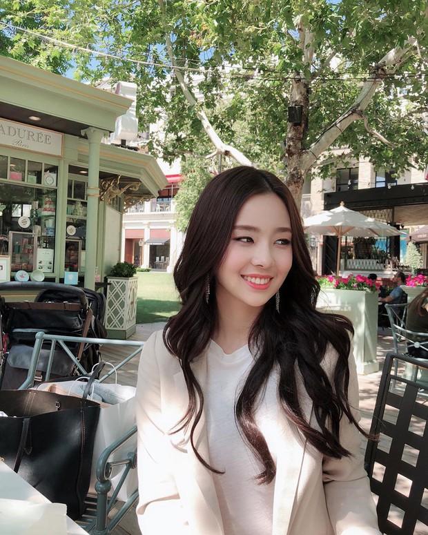 Lạ lùng nhan sắc thật của tân Hoa hậu Hàn Quốc: Selfie kém xinh, chụp lén xuất thần, nhìn thoáng na ná mỹ nhân BLACKPINK - Ảnh 4.