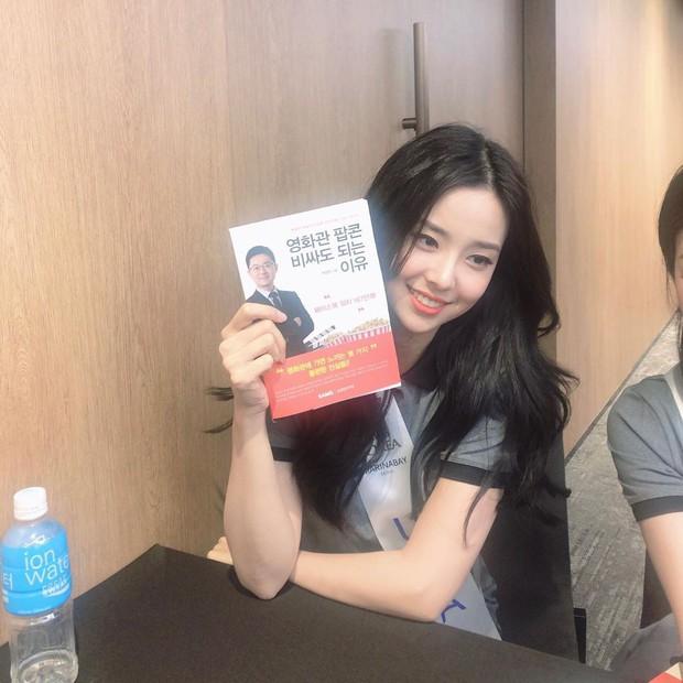 Lạ lùng nhan sắc thật của tân Hoa hậu Hàn Quốc: Selfie kém xinh, chụp lén xuất thần, nhìn thoáng na ná mỹ nhân BLACKPINK - Ảnh 11.